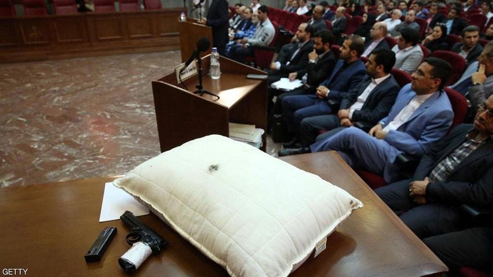 """""""وسادة وسلاح الجريمة"""".. في محاكمة عمدة طهران قاتل زوجته"""