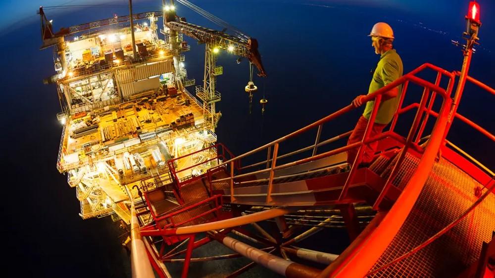 تباطؤ النمو الصيني يدفع أسعار النفط للانخفاض