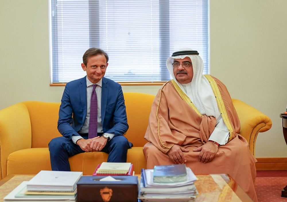 مستشار سمو رئيس الوزراء يبحث مع السفير الإيطالي العلاقات الثنائية