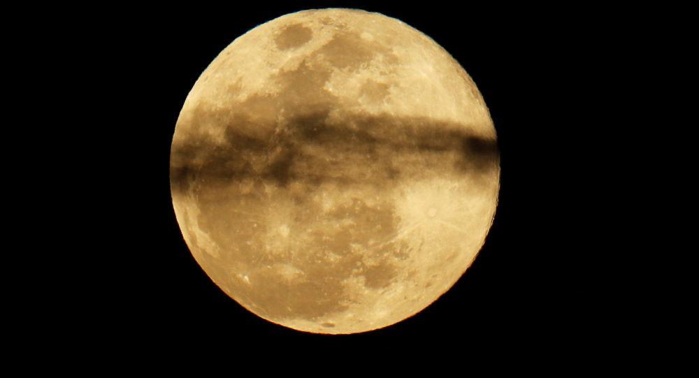 العالم العربي يشهد خسوفا جزئيا للقمر