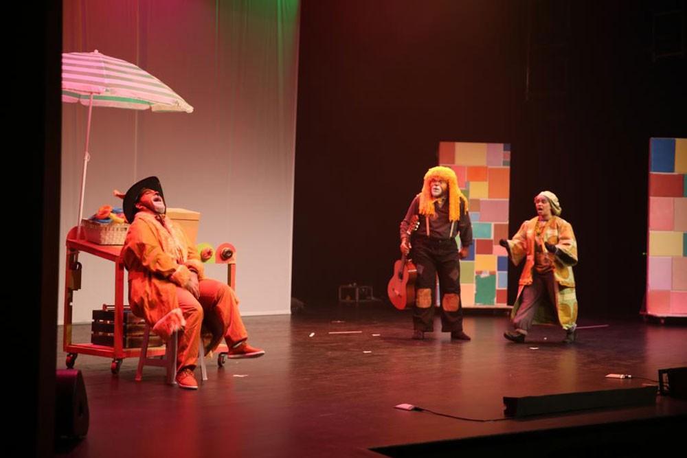 """مسرحية """"اللعبة"""" تخاطب جمهور الأطفال وتقدّم عرضها الكوميدي الهادف في الصالة الثقافية"""