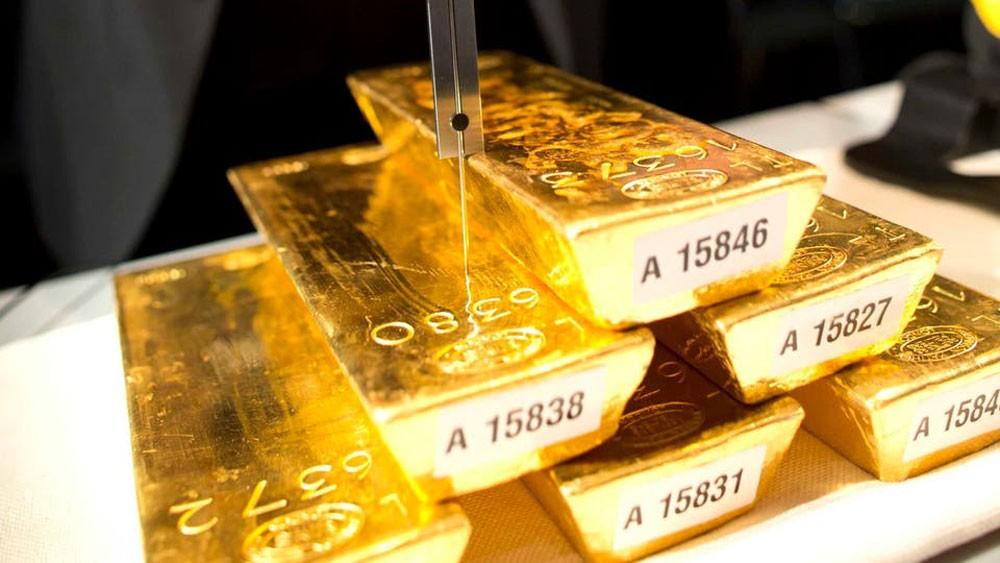 قوة الدولار تضغط على الذهب في ظل مخاوف التجارة