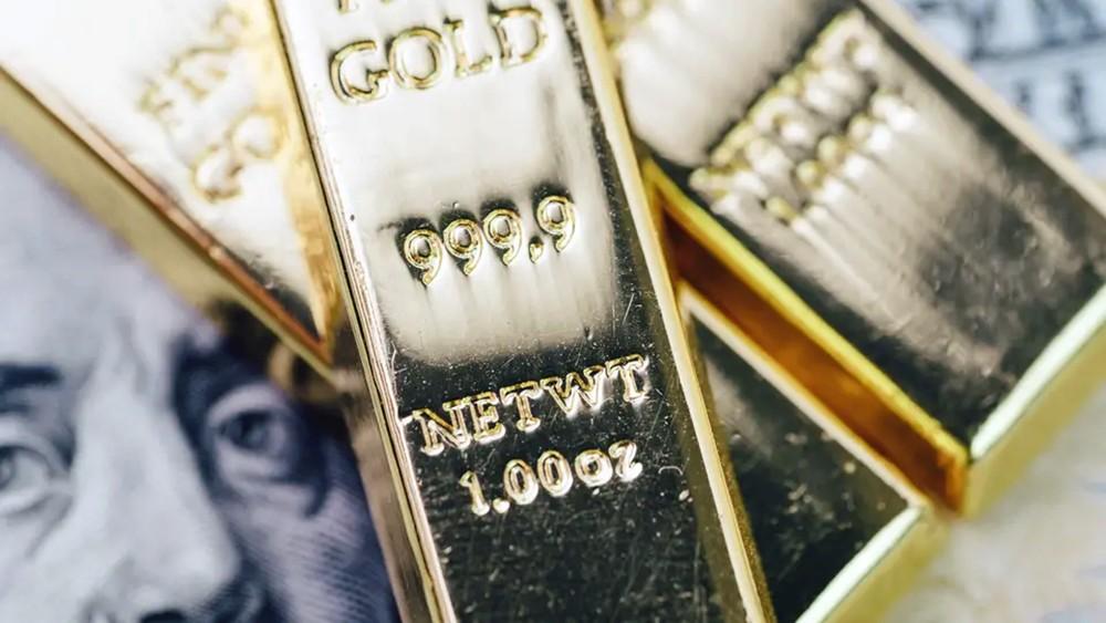 أونصة الذهب تهبط من ذروة 6 سنوات لـ 1425 دولاراً