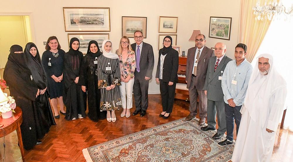 السفير البريطاني يستقبل طلبة برنامج ولي العهد للمنح الدراسية العالمية