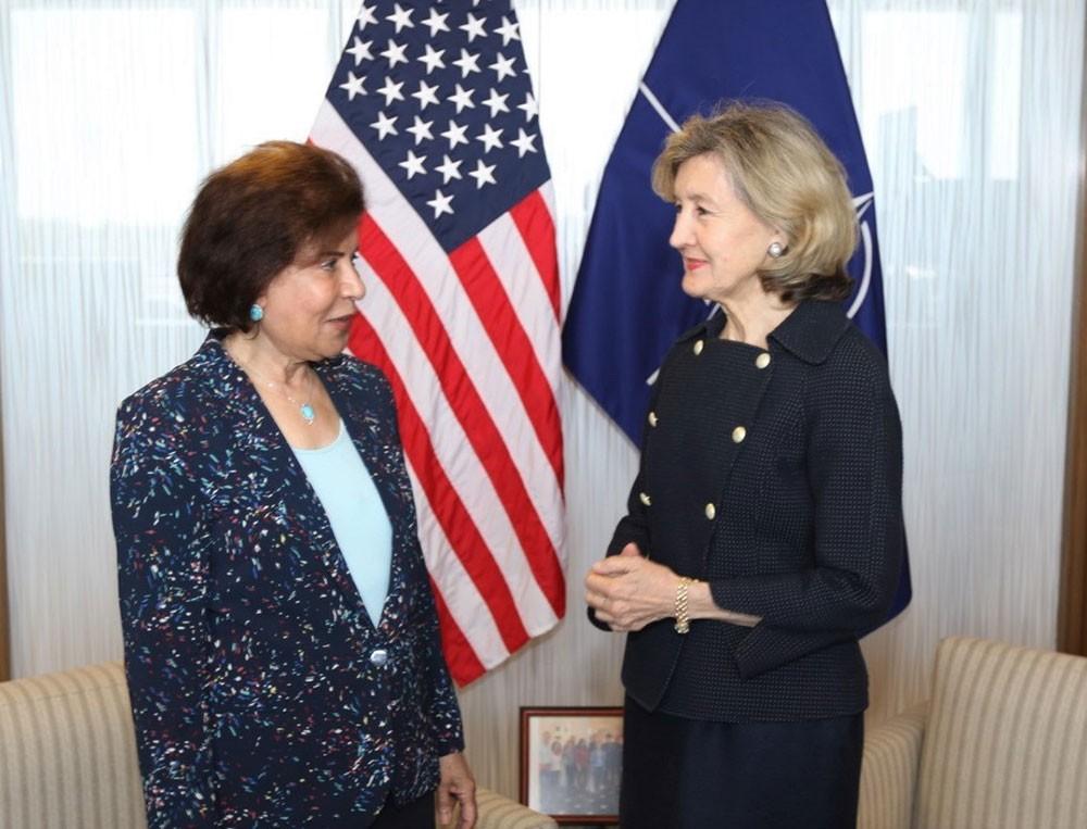 سفيرة البحرين لدى بلجيكا تحضر غداء عمل