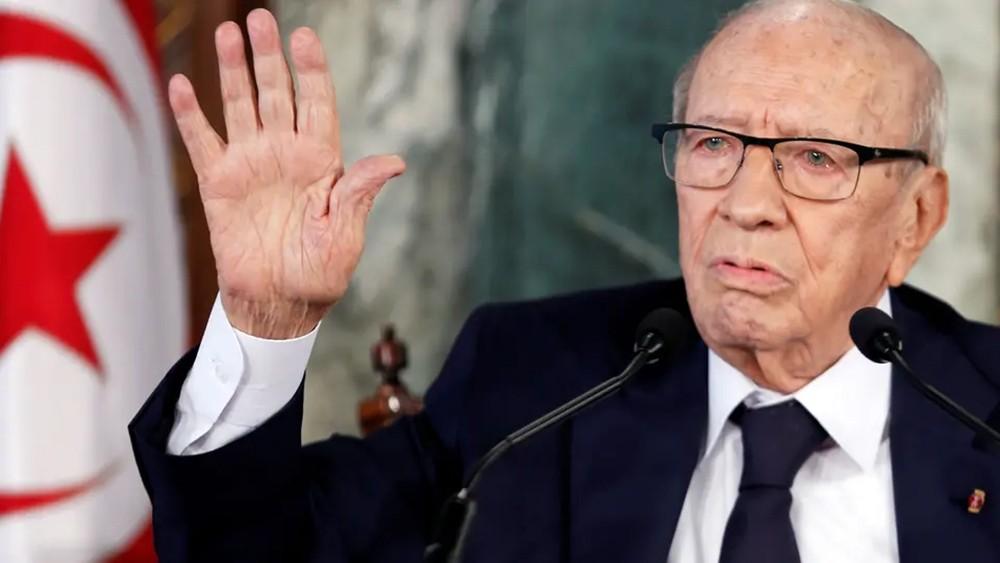 التونسيون وقادة دول يستعدون لجنازة الرئيس قايد السبسي