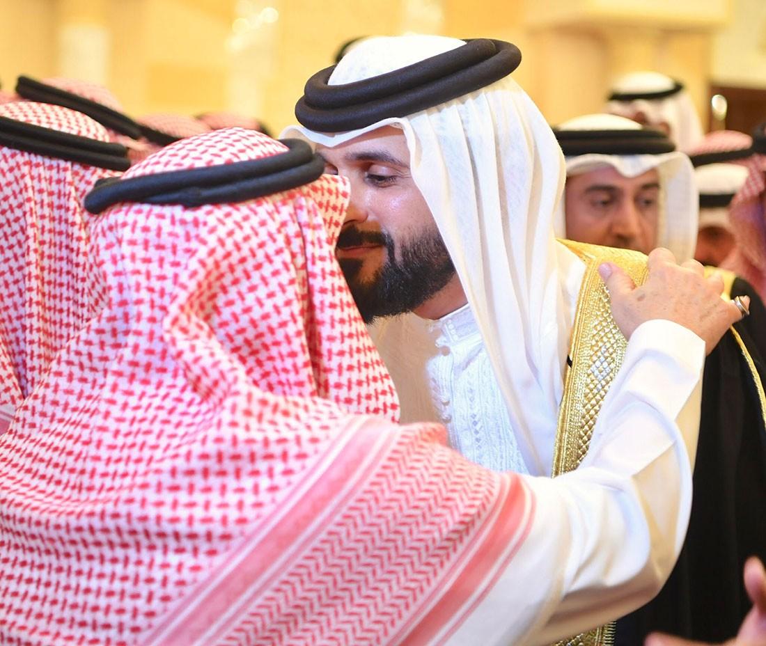 سمو رئيس الحرس الوطني وسمو الشيخ ناصر بن حمد يقدمان تعازي جلالته لأمير الرياض