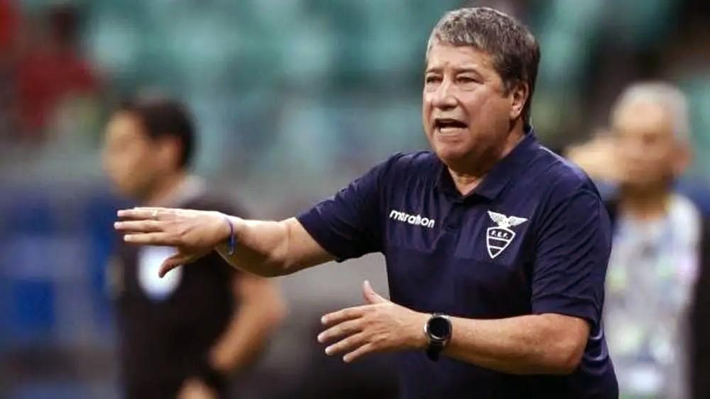 إقالة هيرنان غوميز من تدريب الإكوادور