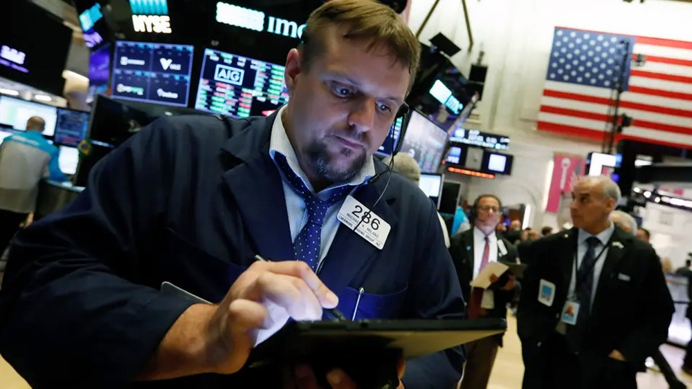 رسوم ترمب ضد الصين تهوي بالأسهم الأميركية