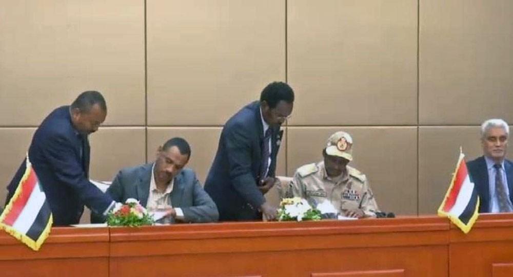 السودان.. التوقيع بالأحرف الأولى على الإعلان الدستوري