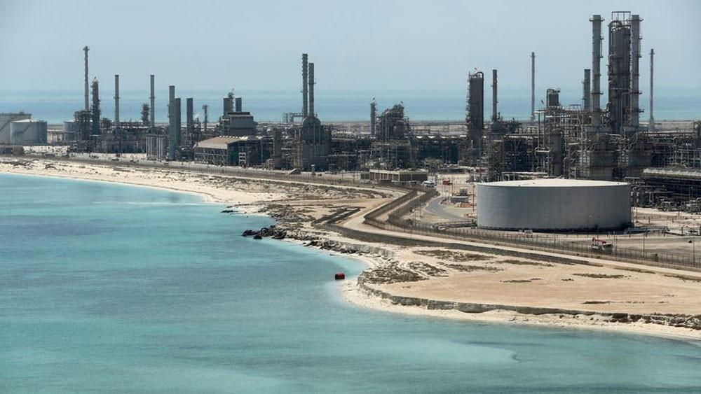 """رغم هبوط النفط.. """"أرامكو"""" تظل أكثر شركات العالم ربحيةً"""