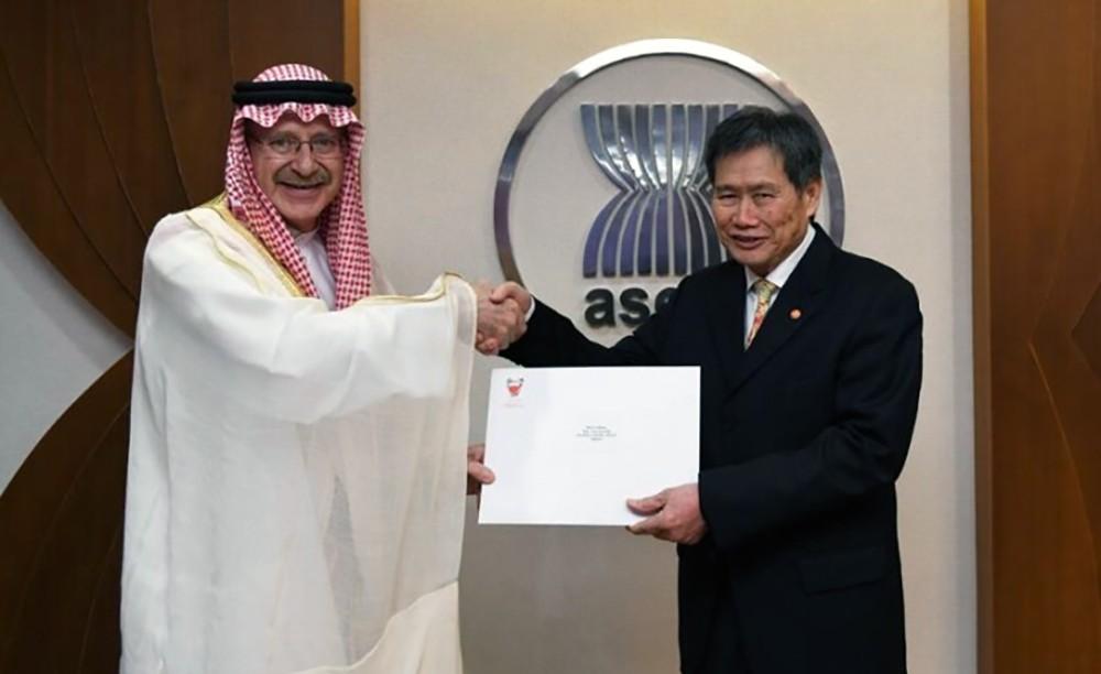 سفير البحرين في جاكرتا يقدم أوراق اعتماده سفيراً للمملكة لدى رابطة الآسيان