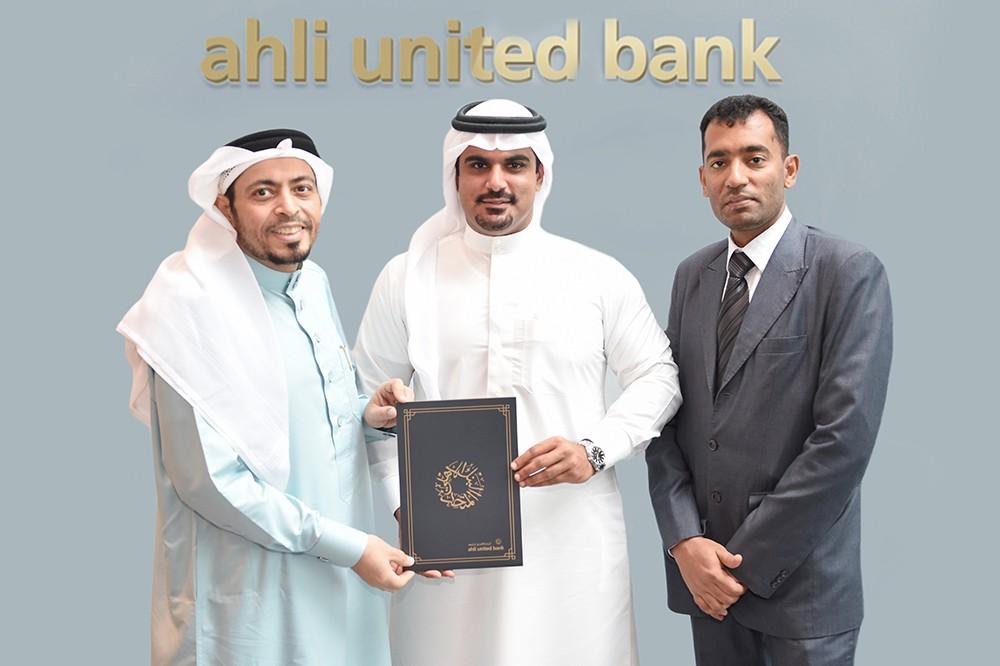 البنك الأهلي المتحد يتبرع لجمعية البحرين لرعاية مرضى السكلر والجمعية البحرينية لمتلازمة داون