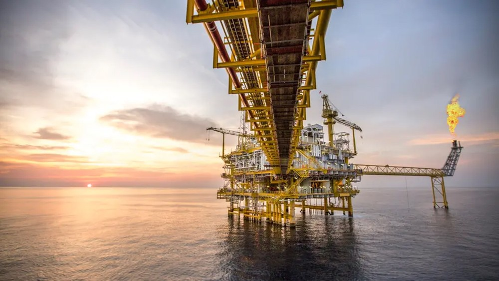 """النفط """"يمحو"""" بعض المكاسب بفعل بيانات صينية مخيبة"""