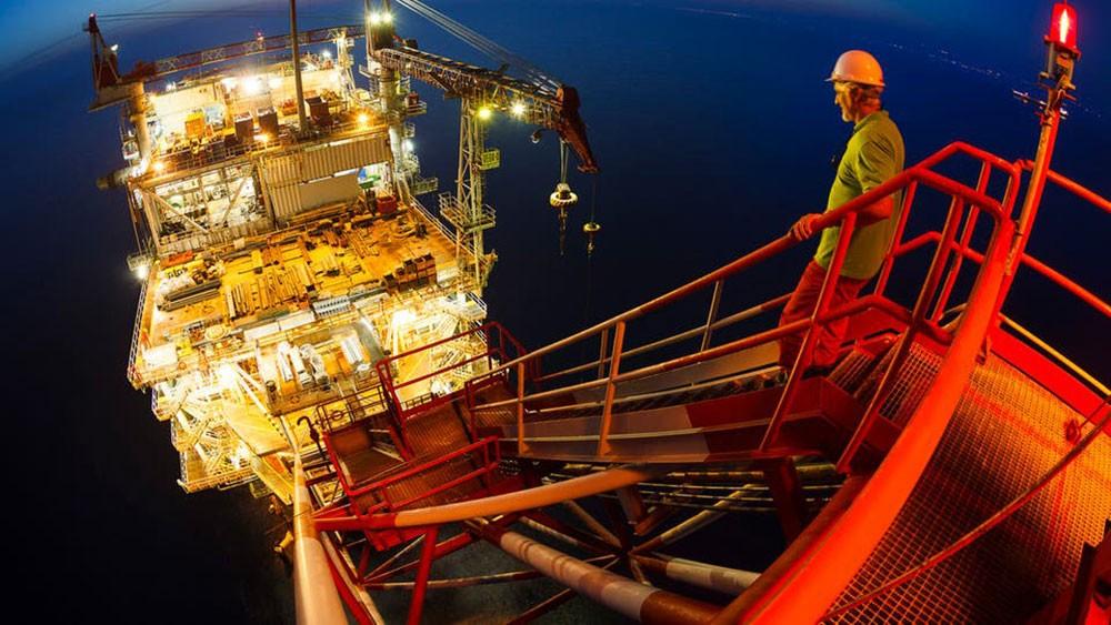 النفط يواصل الانخفاض دون 58 دولاراً بفعل مخاوف الركود