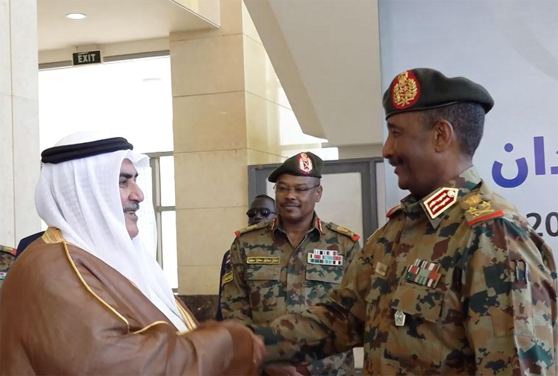 وزير الخارجية يشارك في حفل إبرام وثائق الانتقال للسلطة المدنية في جمهورية السودان الشقيقة