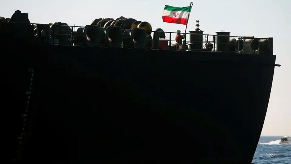 ناقلة النفط الإيرانية تتجه لجزيرة كالاماتا اليونانية