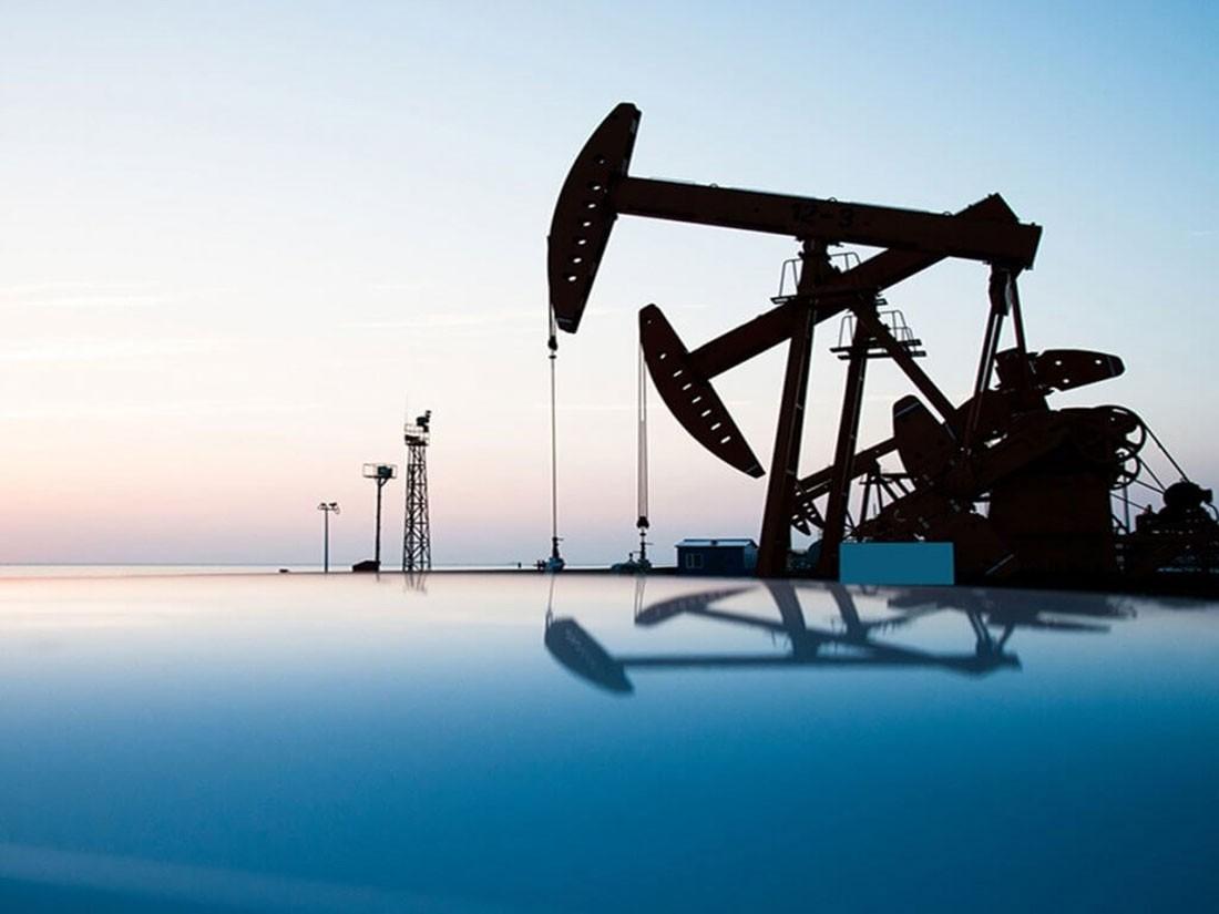 النفط يرتفع 2% وسط توقعات لإجراءات تحفيز