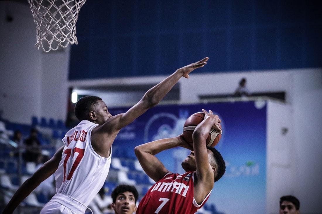 عمان تتفوق على الامارات في إفتتاح البطولة الخليجية لكرة السلة