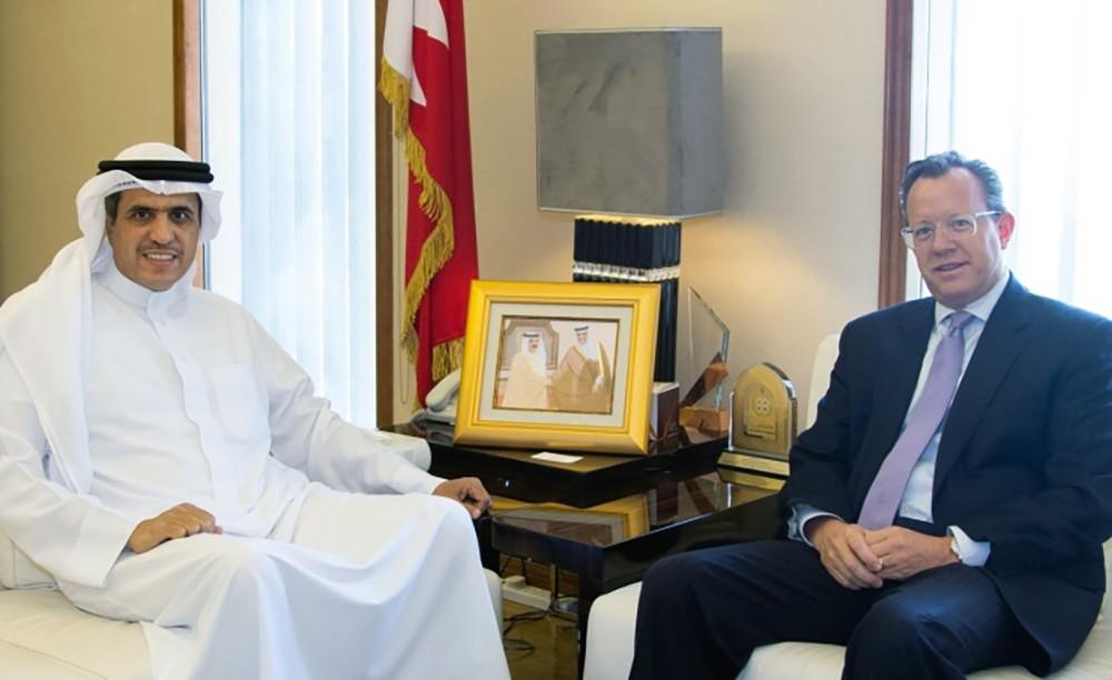 وزير شؤون الإعلام يستقبل سفير الولايات المتحدة الأمريكية لدى مملكة البحرين