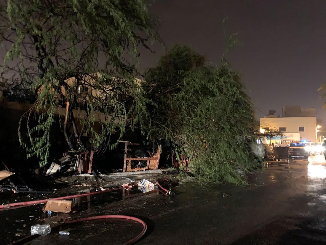 الدفاع المدني يخمد حريق اندلع بمخزن في قرية عين الدار