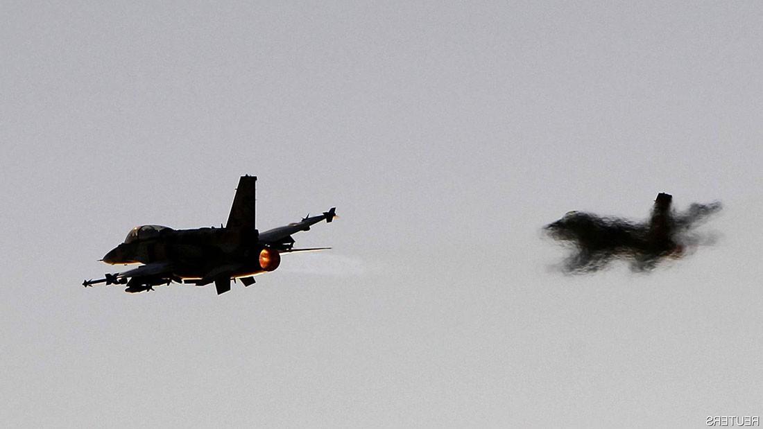 """سوريا تتصدى """"لأهداف معادية"""".. وإسرائيل تؤكد قصف هدف إيراني"""