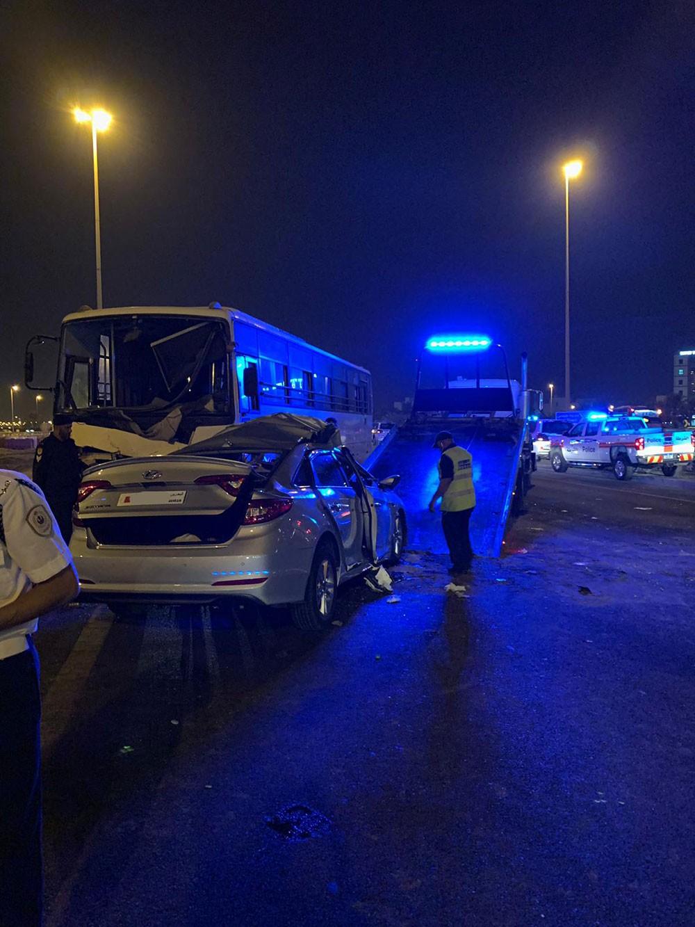 """بالصور.. سائق """"مخمور"""" يتسبب بوفاة شاب بحريني في حادث بليغ"""
