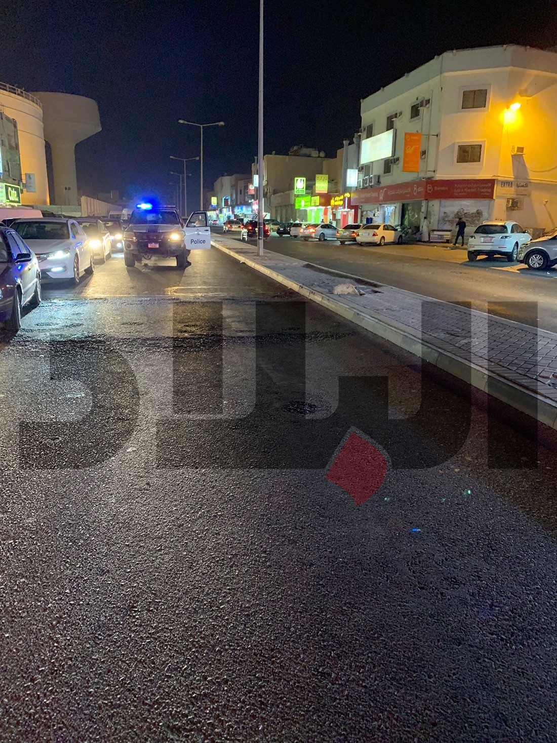 """بالصور: شاحنة """"سطحة"""" تصطدم بستيني يمشي بشارع سترة.. و يتوفى"""