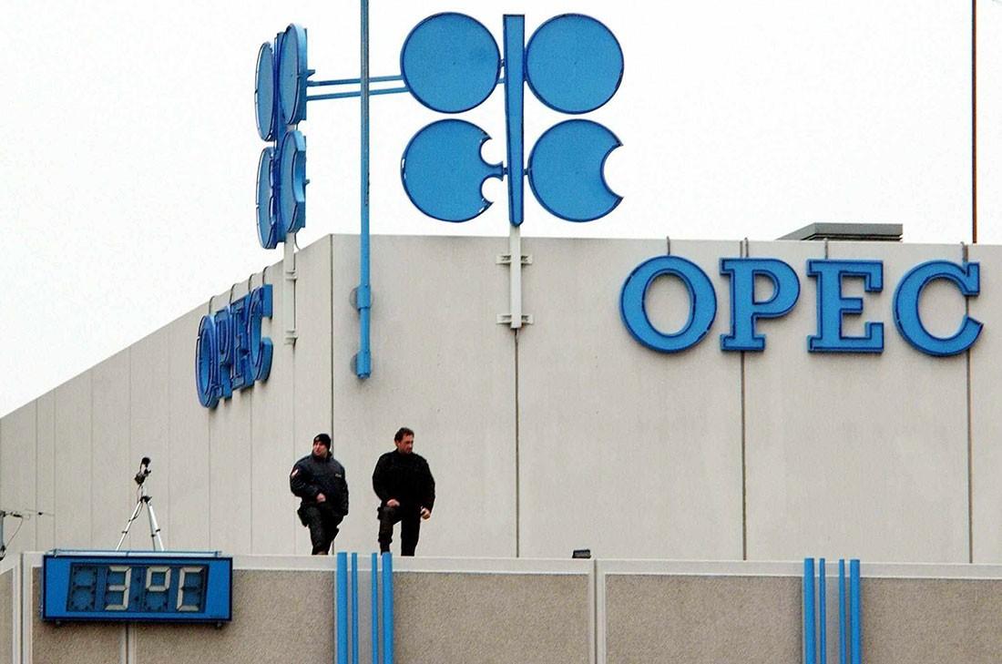 مسح لرويترز: أوبك تسجل أول زيادة في إنتاج النفط في 2019