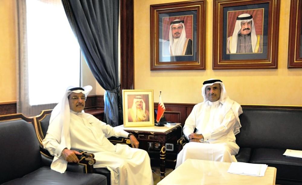 وزير الاسكان يستعرض مع النائب القاضي المشاريع في مدن البحرين الجديدة