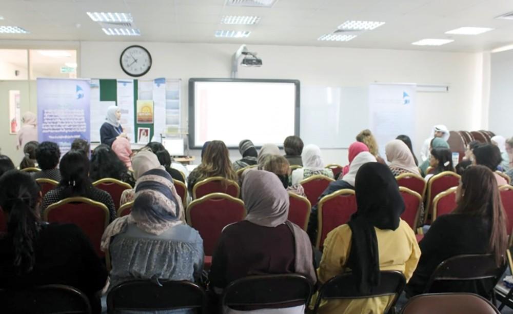 محاضرة توعوية للكادر التعليمي حول حقوق الطفل في القانون الدولي