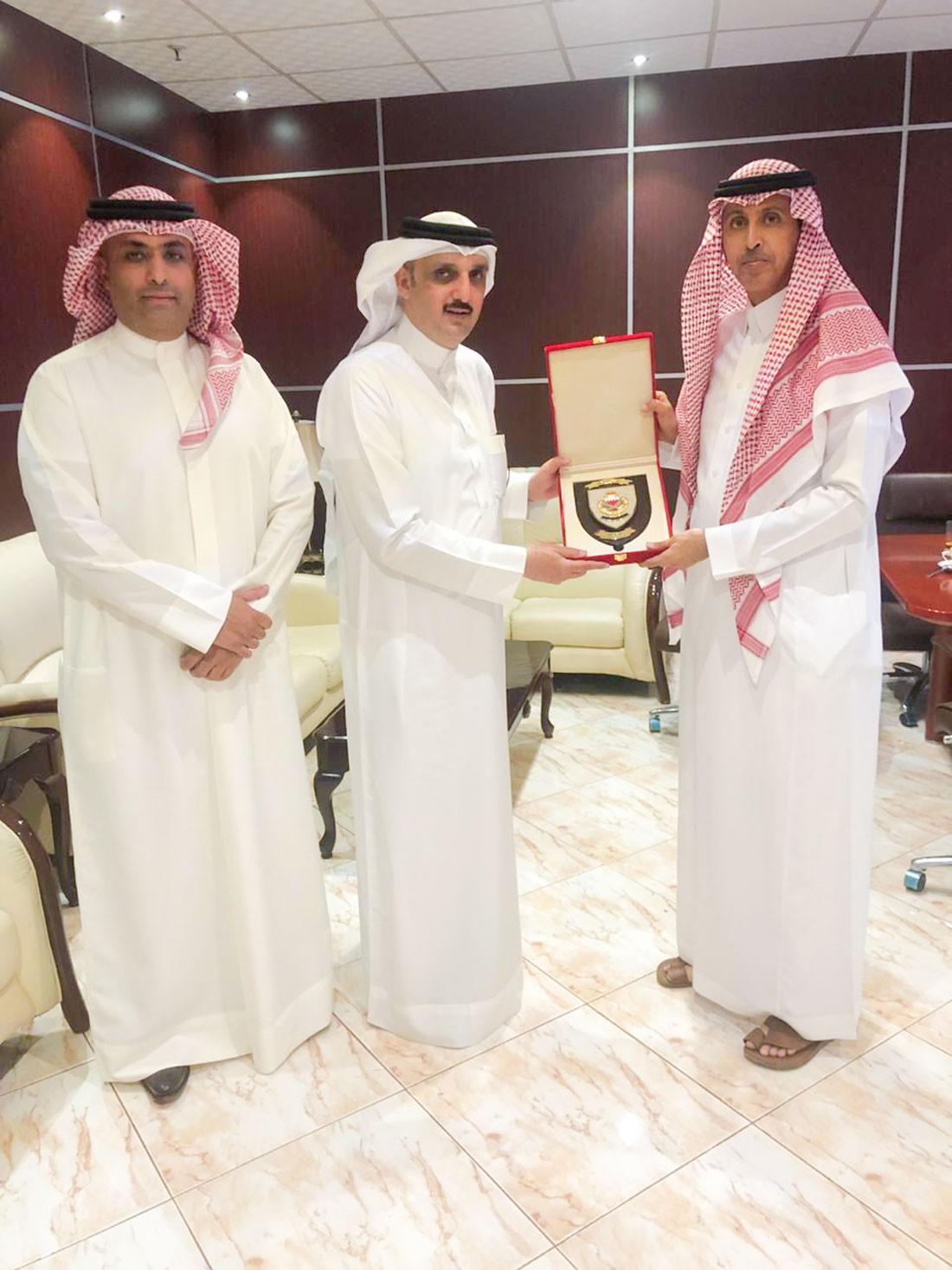 مدير عام الإدارة العامة لمكافحة الفساد والأمن الاقتصادي والإلكتروني يقوم بزيارة إلى شعبة اتصال الرياض