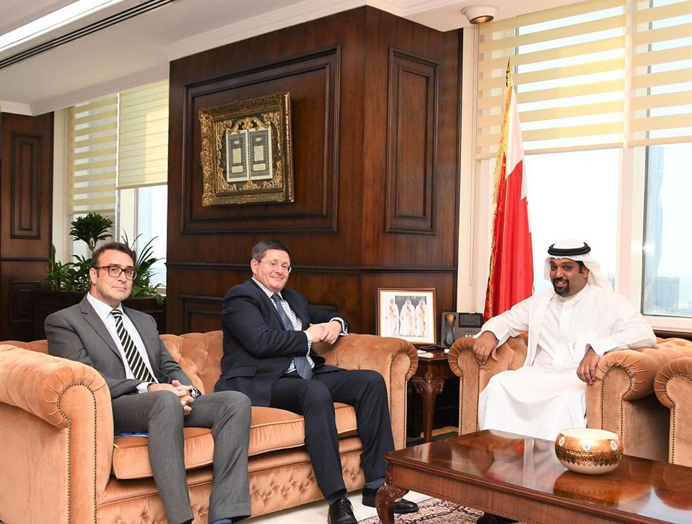 وزير المالية يشيد بالعلاقات التاريخية المتميزة بين البحرين وبريطانيا