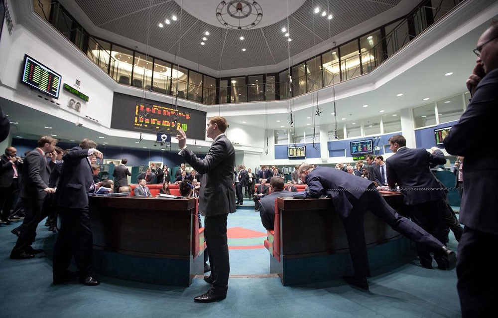 الأسهم الأوروبية تفتح منخفضة وفايننشال تايمز 100 يقود الخسائر
