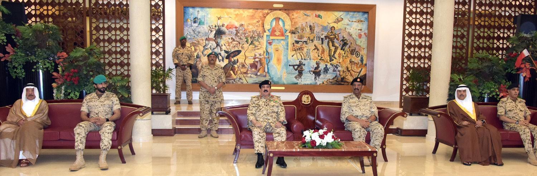 جلالة الملك يزور القيادة العامة لقوة الدفاع