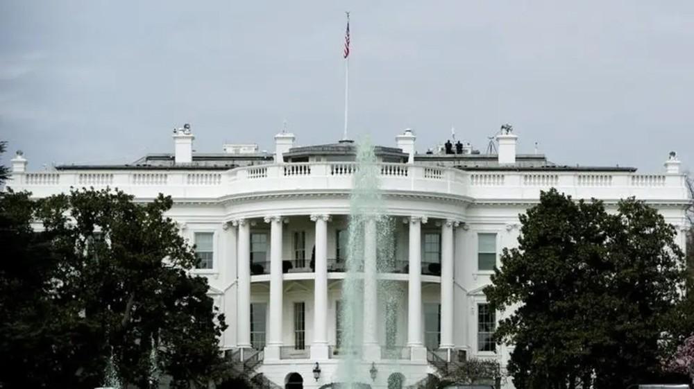 البيت الأبيض يندد بقوة بالهجوم على مواقع نفطية سعودية