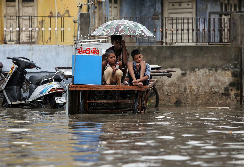 أسوأ أمطار موسمية منذ 25 عاماً تقتل 1600 شخص بالهند
