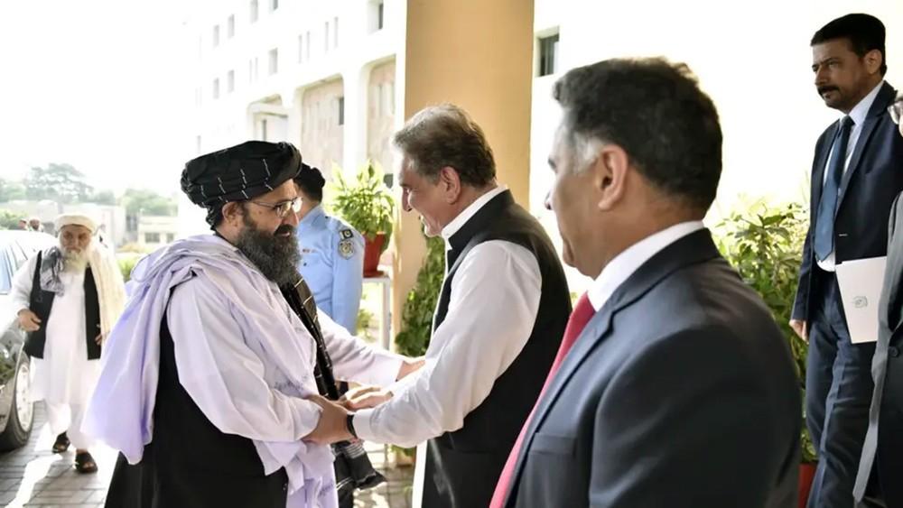 طالبان تؤكد من باكستان ضرورة استئناف عملية السلام قريباً