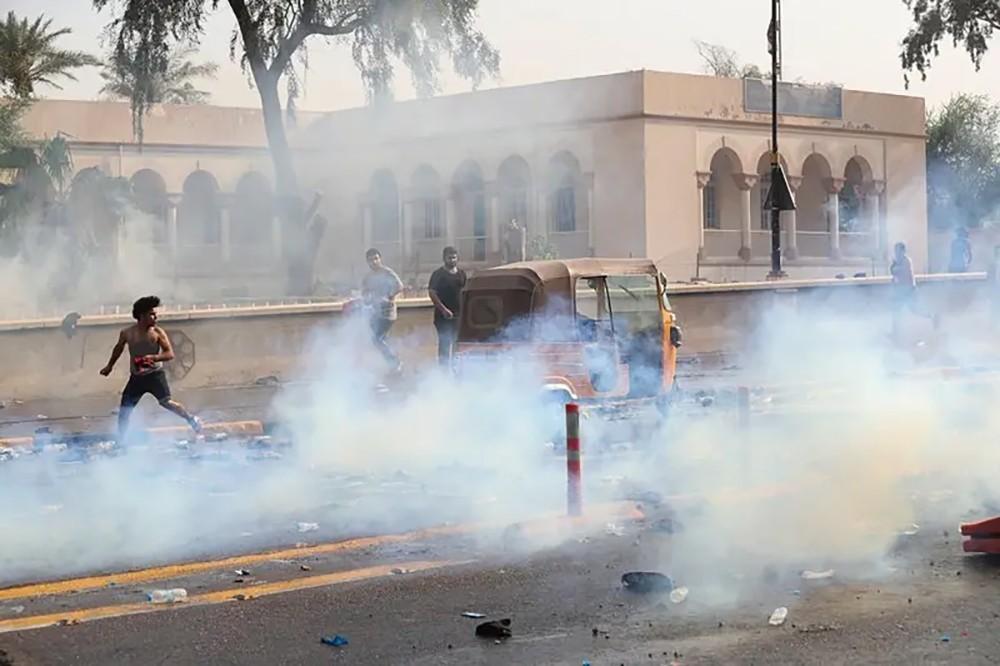 بغداد.. متظاهرون رغم الحظر ورصاص يرفع القتلى