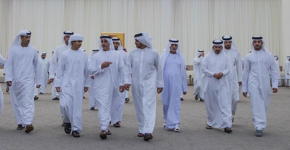 خالد بن حمد يقدم واجب العزاء في وفاة المغفور له سهيل بن مبارك الكتبي