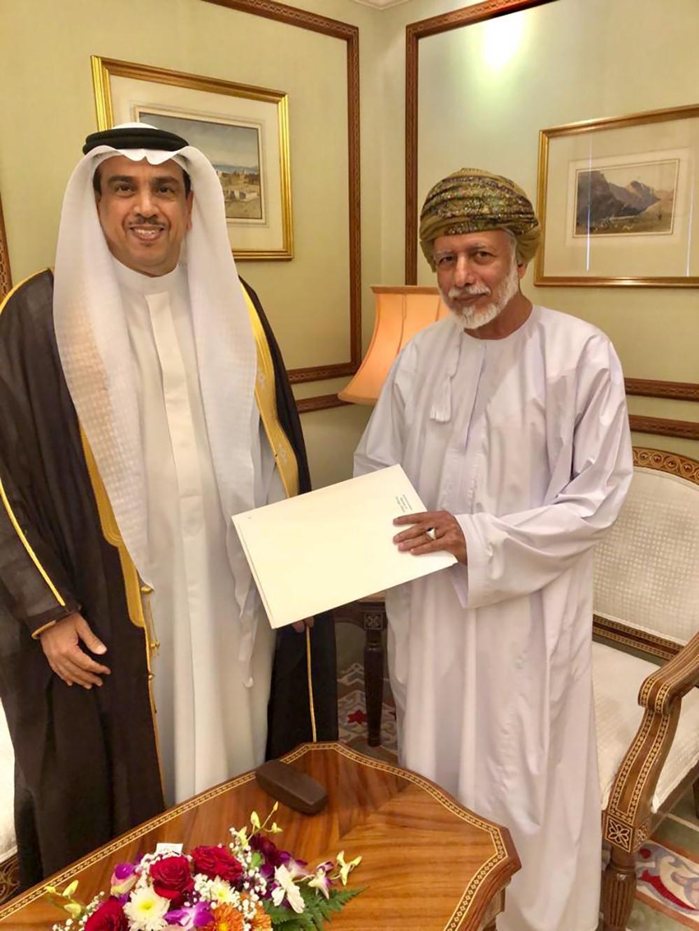 سفير البحرين في مسقط يلتقي بالوزير المسؤول عن الشؤون الخارجية بسلطنة عمان