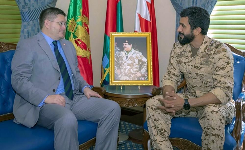 سمو الشيخ ناصر بن حمد يبحث مع السفير البريطاني التعاون المشترك