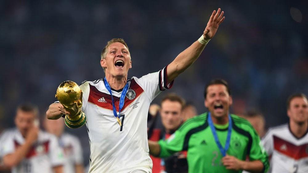 الألماني شفاينشتايغر يعلن اعتزال كرة القدم