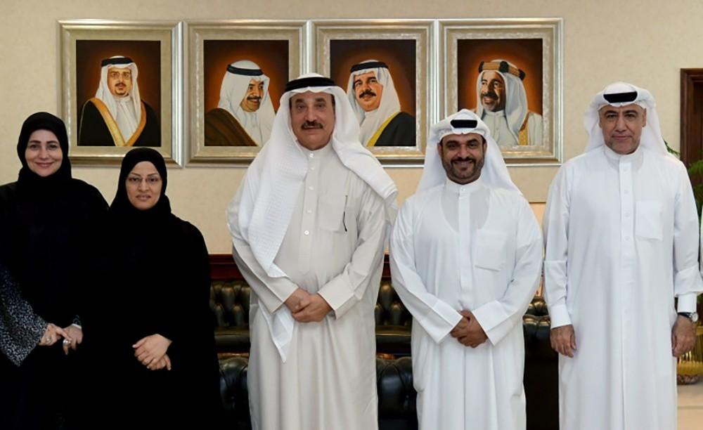 وزير العمل يلتقي نائب رئيس المنظمة العربية لمترجمي لغة الاشارة