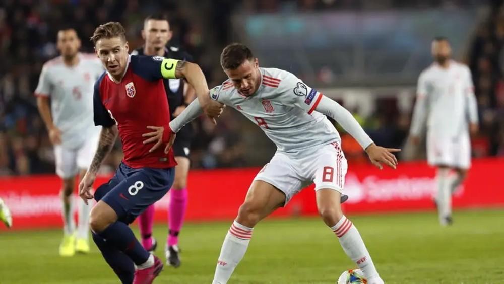 """هدف نرويجي قاتل يؤجل تأهل إسبانيا إلى """"يورو 2020"""""""