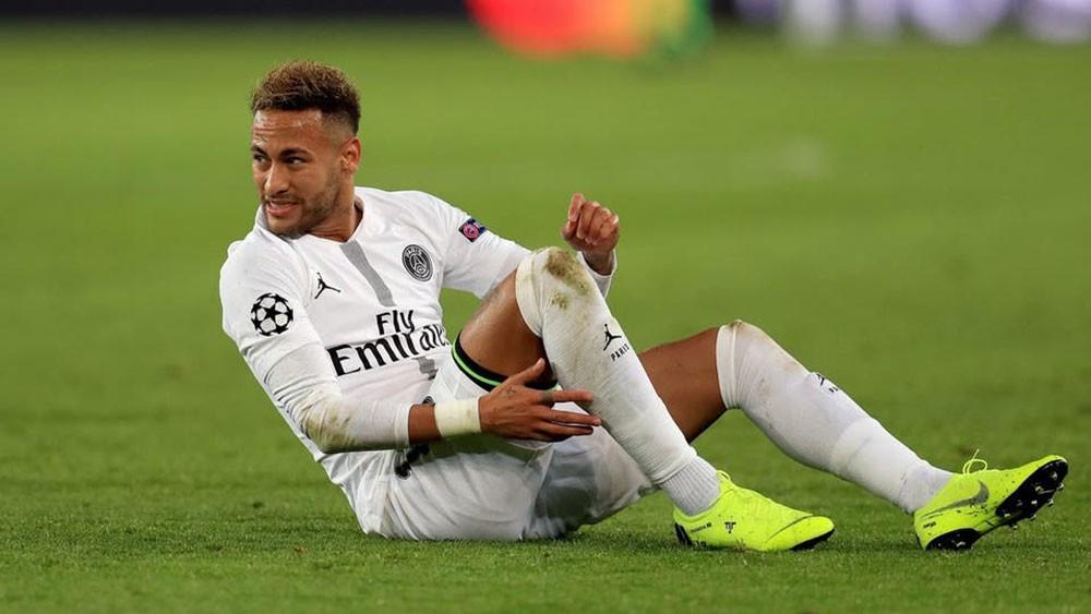 بسبب الإصابات.. نيمار يغيب عن 40 مباراة لباريس
