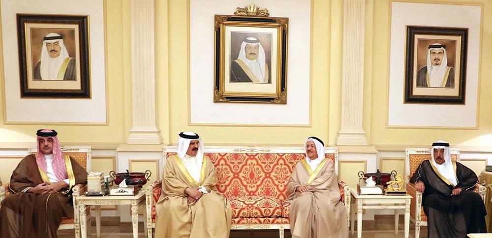 جلالة الملك يقدم التعازي بوفاة الشيخ عبدالله بن سلمان آل خليفة