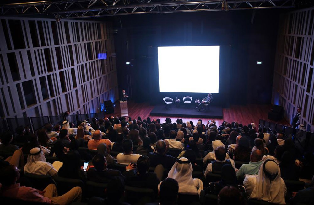 إبداع الفنان ليوناردو دافنشي موضوع محاضرة في مسرح البحرين الوطني