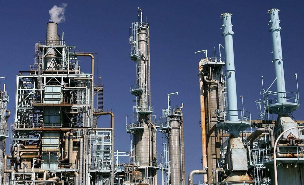 أسعار النفط تتراجع وسط توقعات بضعف الطلب