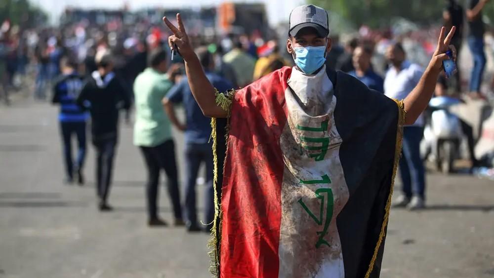 """محتجون وسط بغداد.. والأمن يلمح إلى """"طابور خامس"""" ودواعش"""